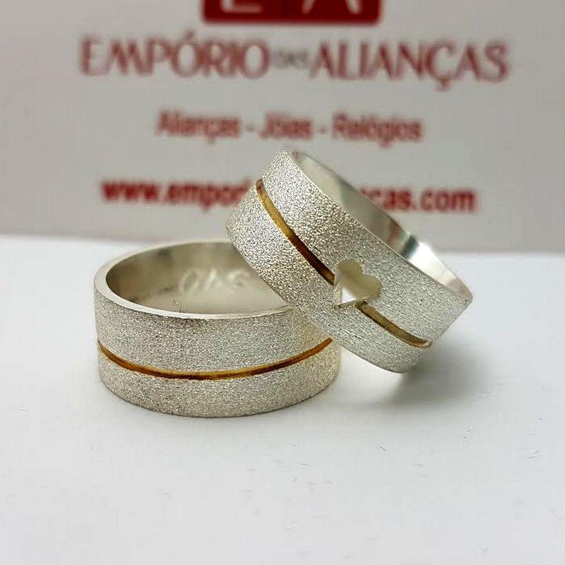 Alianças Prata Compromisso Namoro Quadrada Banho Ouro Coração Vazado Fosca 8mm 16 Gramas