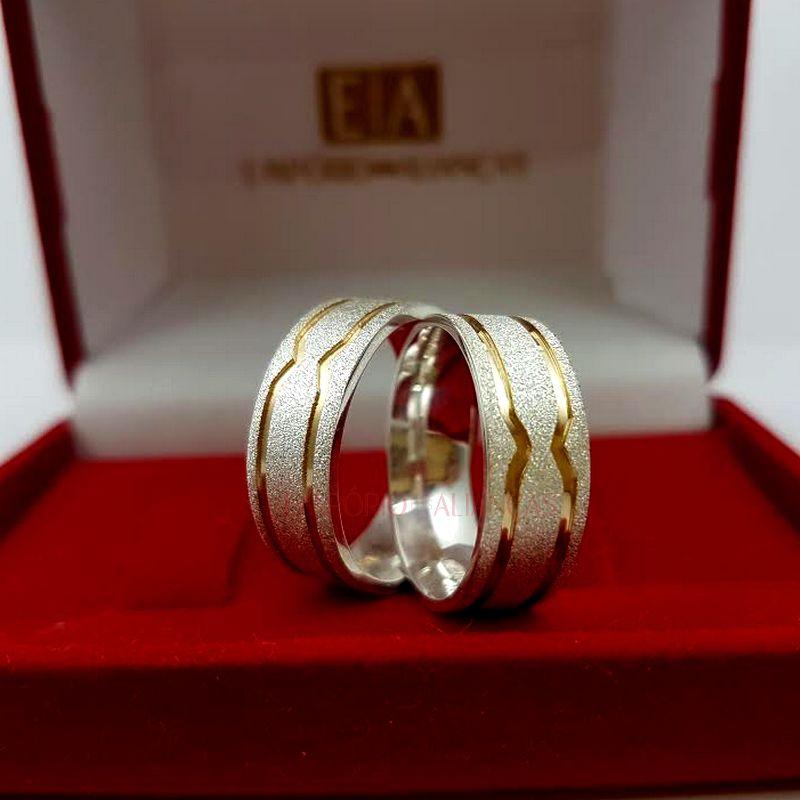 Alianças Prata Compromisso Namoro Quadrada Fosca Banho Ouro Anatômica 7mm 11 Gramas