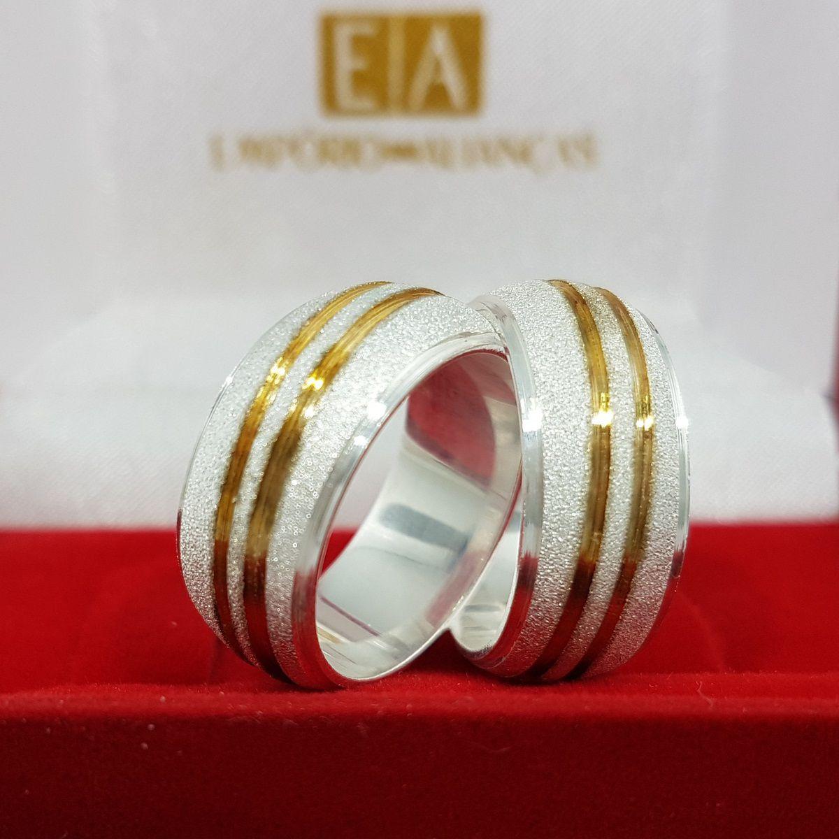 Alianças Prata Compromisso Namoro Redonda Banho Ouro Fosco Diamantado 9mm 18 Gramas Anatômica