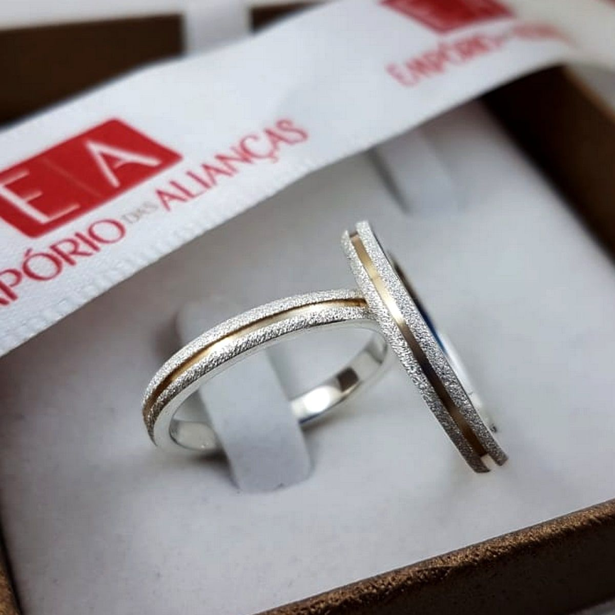 Alianças Prata Compromisso Namoro Redonda Fosco Diamantado Banho em Ouro  3 mm 5 Gramas
