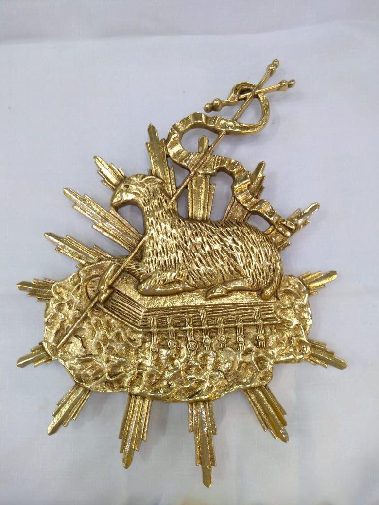 """Aplique modelo """"Cordeiro Médio"""" em bronze, dourado, para altar ou pedestal de leitura - 41cm altura X 30cm comprimento"""