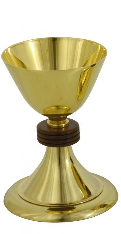 Cálice com detalhe em madeira - dourado ou niquelado - altura 17cm - diâmetro da copa 11cm - (acompanha patena)