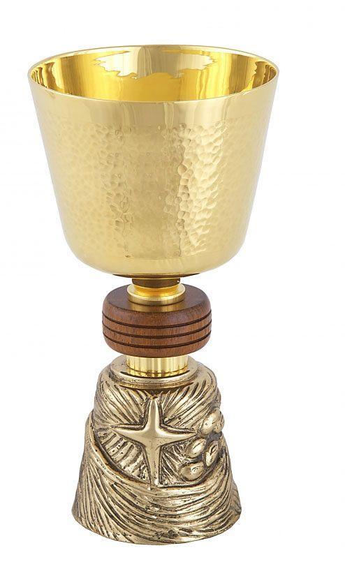 Cálice com detalhe em madeira e pé trabalhado - dourado ou niquelado - altura 17,5cm - diâmetro da copa 10cm - (acompanha patena)