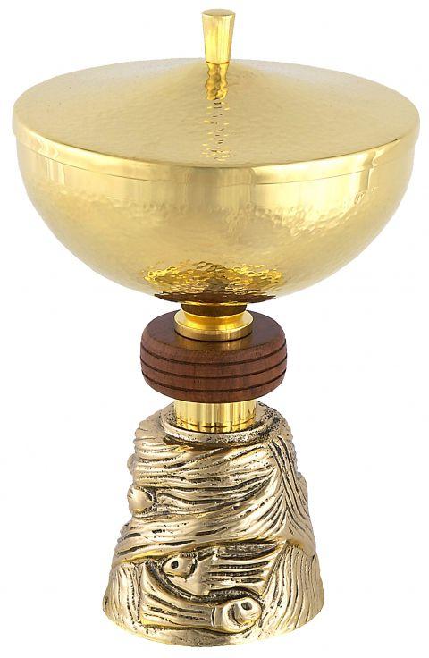 Cibório com pé trabalhado e detalhe em madeira - dourado ou niquelado - altura 17,5cm - diâmetro da copa 12cm - capacidade para 250 partículas
