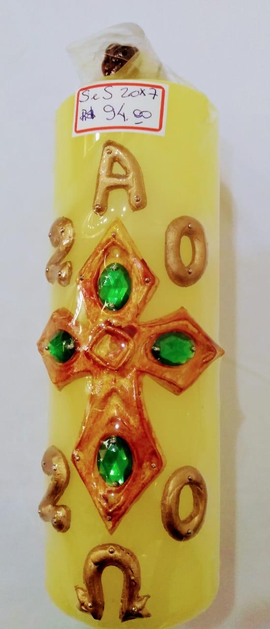 Círio Pascal 2021 com apliques em resina, nas cores amarela com pedras verdes e branca com pedras vermelhas  - 20 x 7 (acompanha cravos)