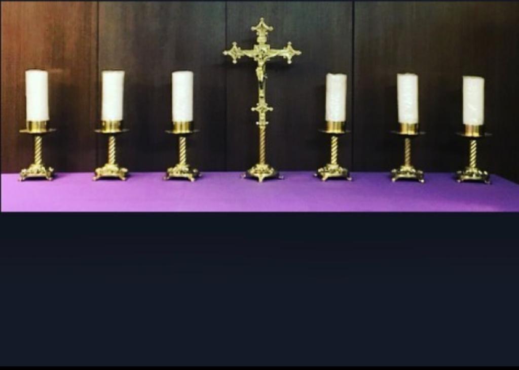 Conjunto 6 Castiçal e 1 Crucifixo - altura castiçal 30cm - altura crucifixo 60cm