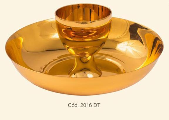 Conjunto de Duas Espécies - dourado, niquelado ou cromado - cálice 6x7,12cm - cibório 16,5x4,5cm - aproximadamente 230 partículas
