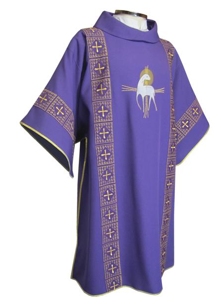 Dalmática roxa - confeccionada em tecido oxford - aplique de fitas com fio dourado - acompanha estola