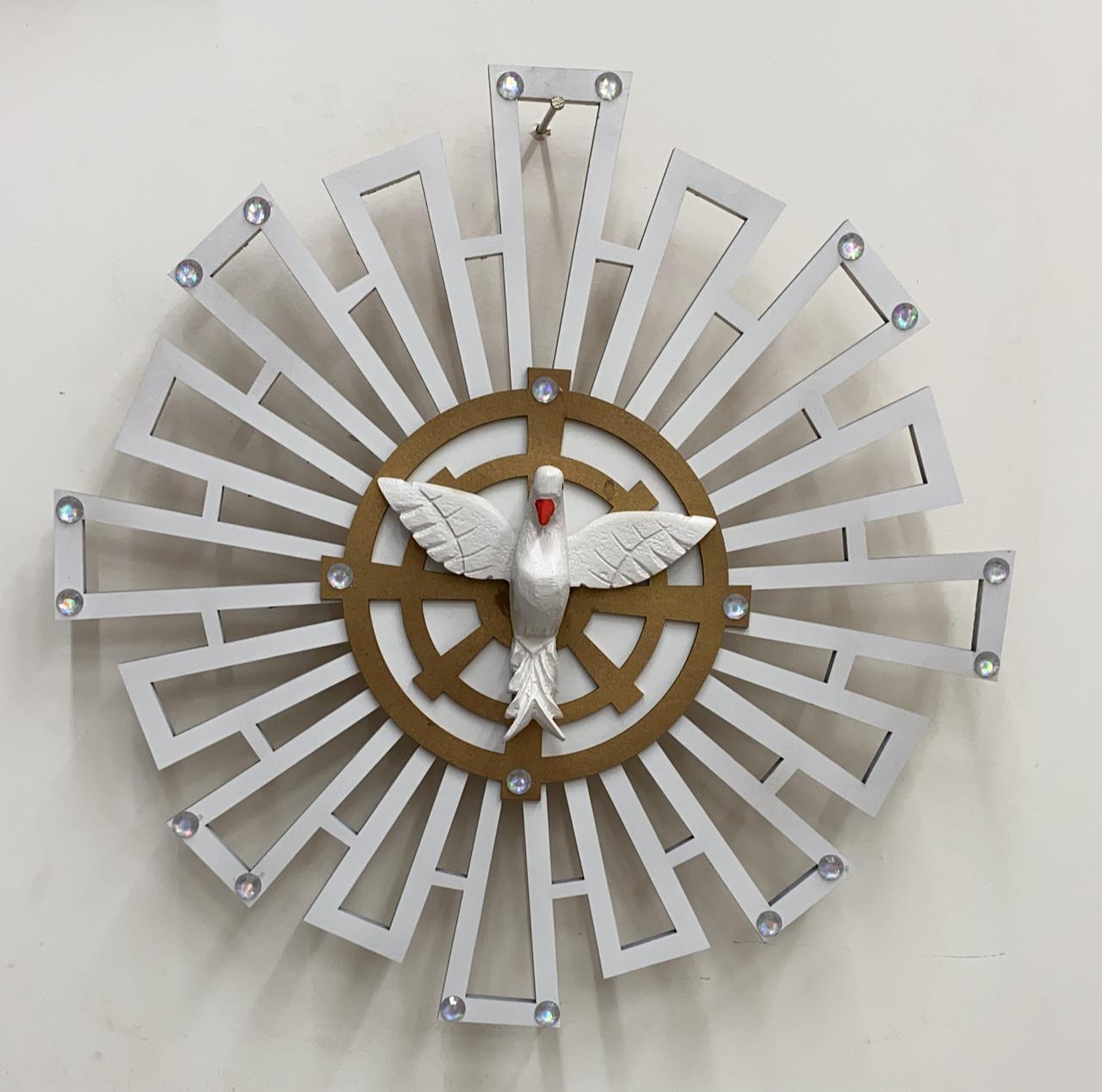 Espírito santo com raios de parede - fabricado em madeira - 40cm