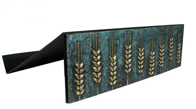 Estante para leitura de mesa - estrutura de ferro e frontão em bronze fundido com pátina verde - dimensões 45x35cm