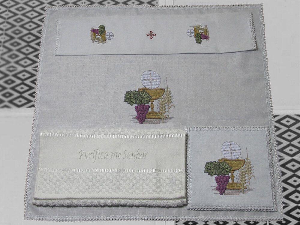 Jogo de Altar / Alfaia (1041), 16x16cm, bordado Cálice, Trigo e Uva, composto por 4 peças: Corporal, Sanguíneo, Manustérgio e Pala (pala removível)