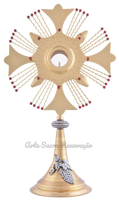 Ostensório modelo cruz com aplique no pé - altura 60cm - fabricado em latão com baho de ouro