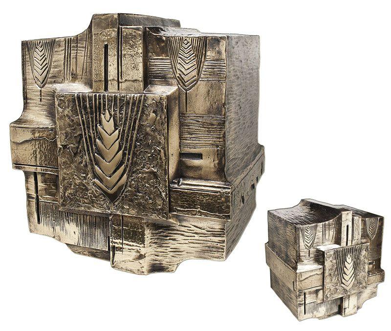 Sacrário de mesa - material latão fundido - dimensões 40x40x32cm