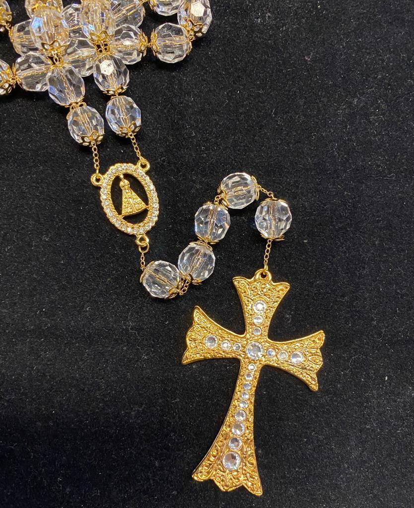 Terço para noiva dourado, de cristal
