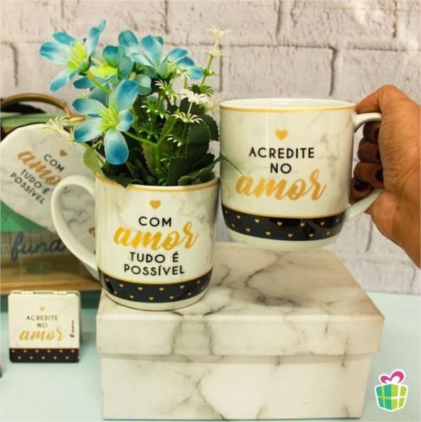Caneca Porcelana Urban 360ml - Com Amor Tudo é Possível Presente Brasfoot