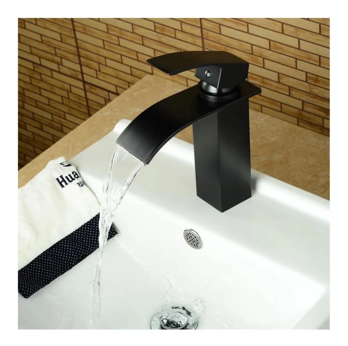 Torneira Cascata Monocomando Banheiro Baixa Kelter KT31 Preta