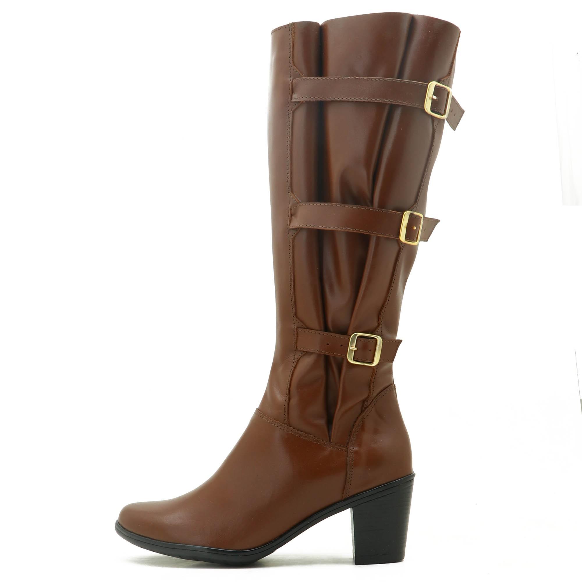 Bota feminina cano alto em couro ajustável na panturrilha 9062 na cor brandy