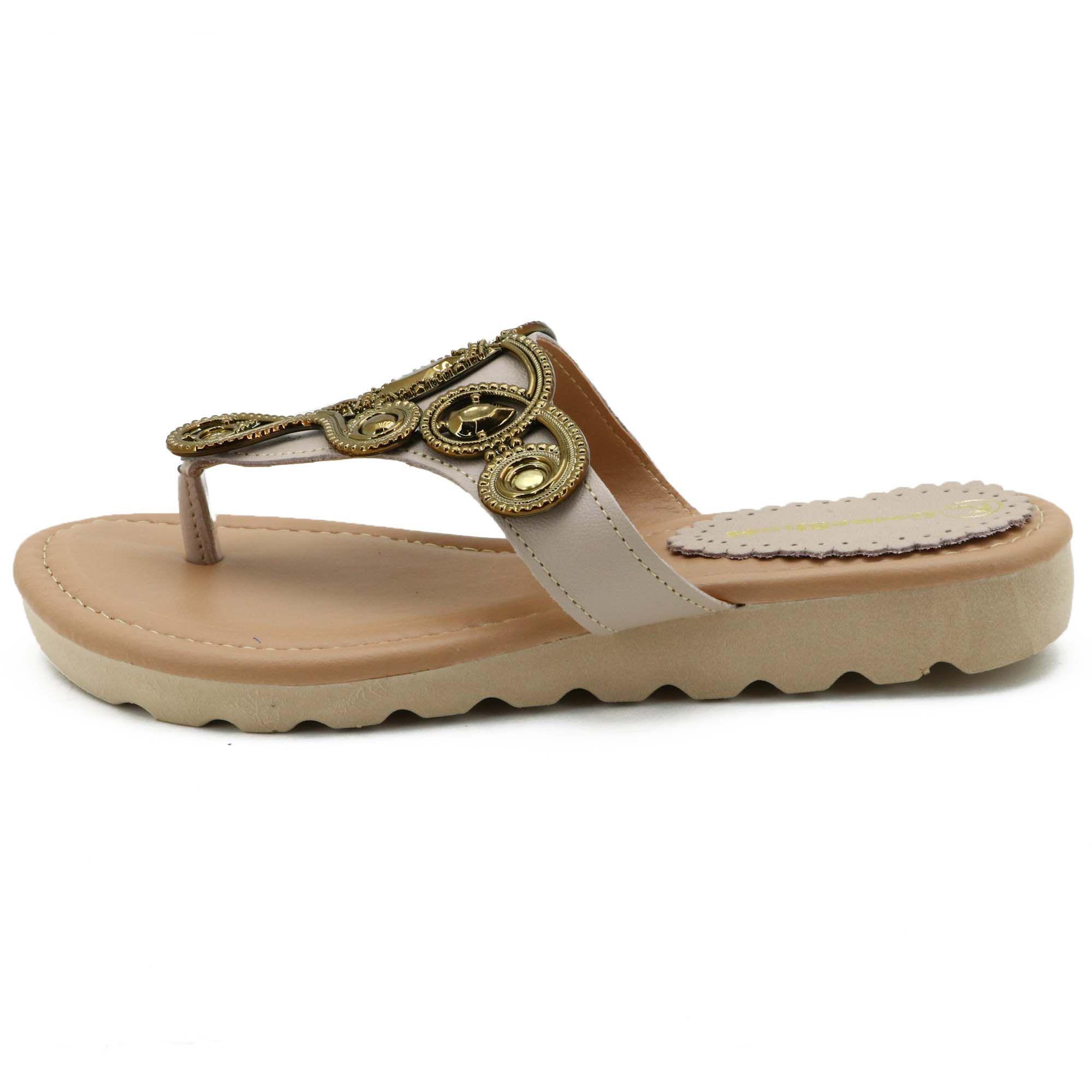 Sandália de dedo feminina em couro legítimo na cor bege com metais na tira 03