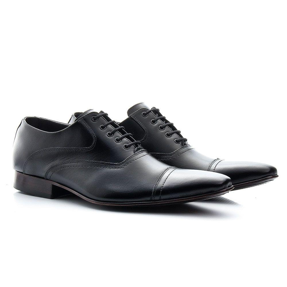 Sapato social preto bico fino em couro italiano
