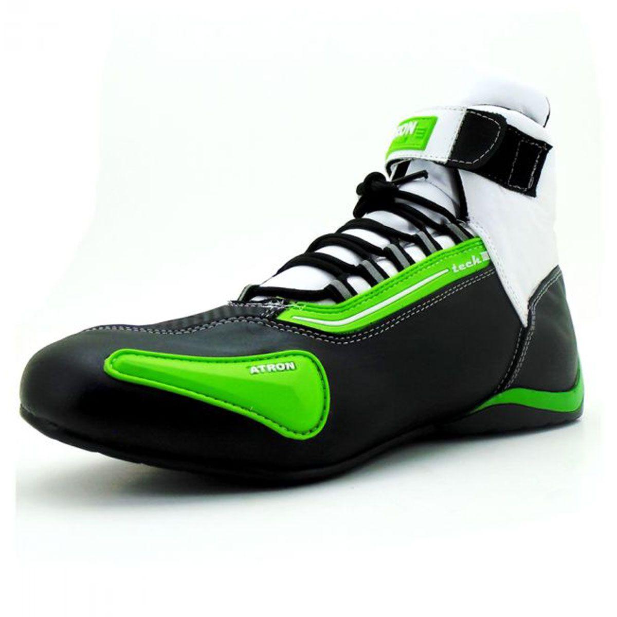 Tênis preto branco e verde cano alto em couro legítimo 311 com chinelo de estampa motociclista