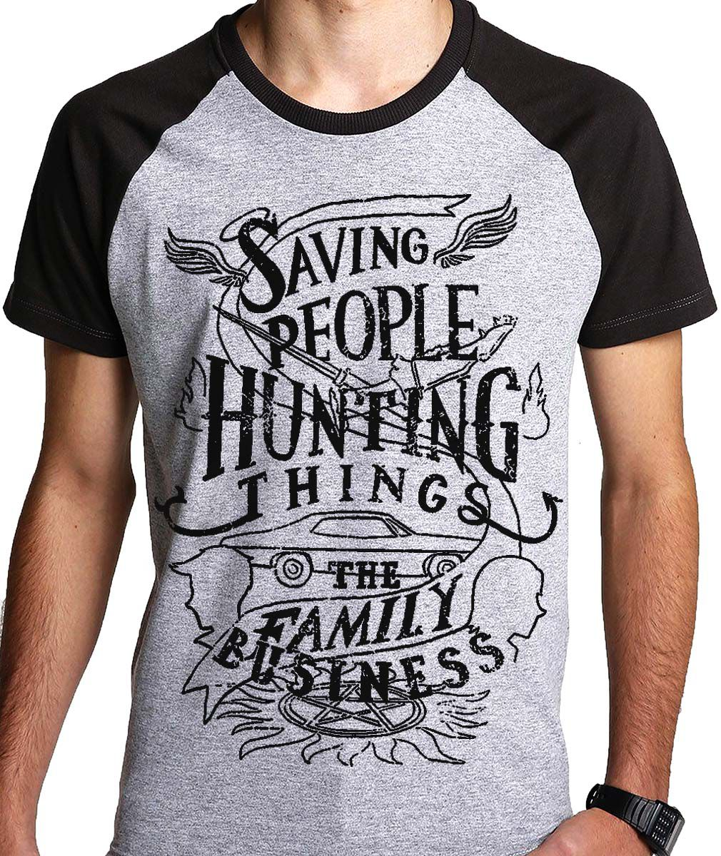Camiseta Saving People Hunting things FAmily BusinessNerd / Geek   - Dragon Store