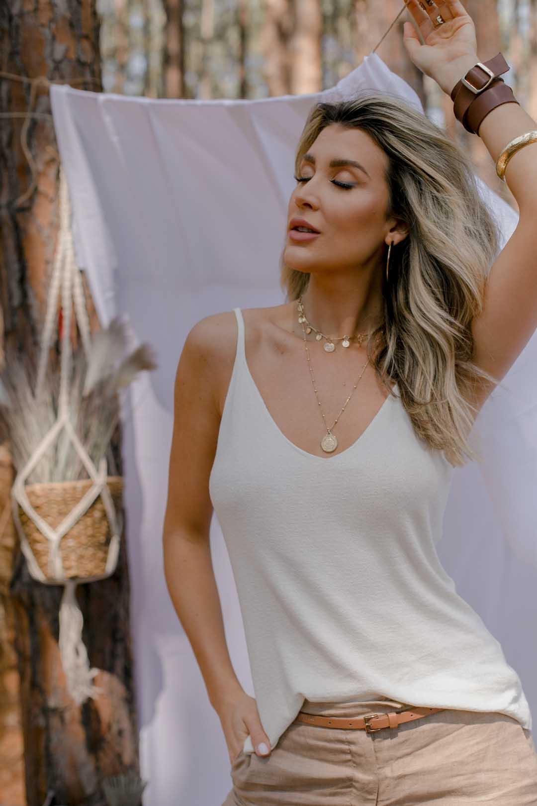 Blusa Regata Dalia Decote V Tricot Feminino Areia