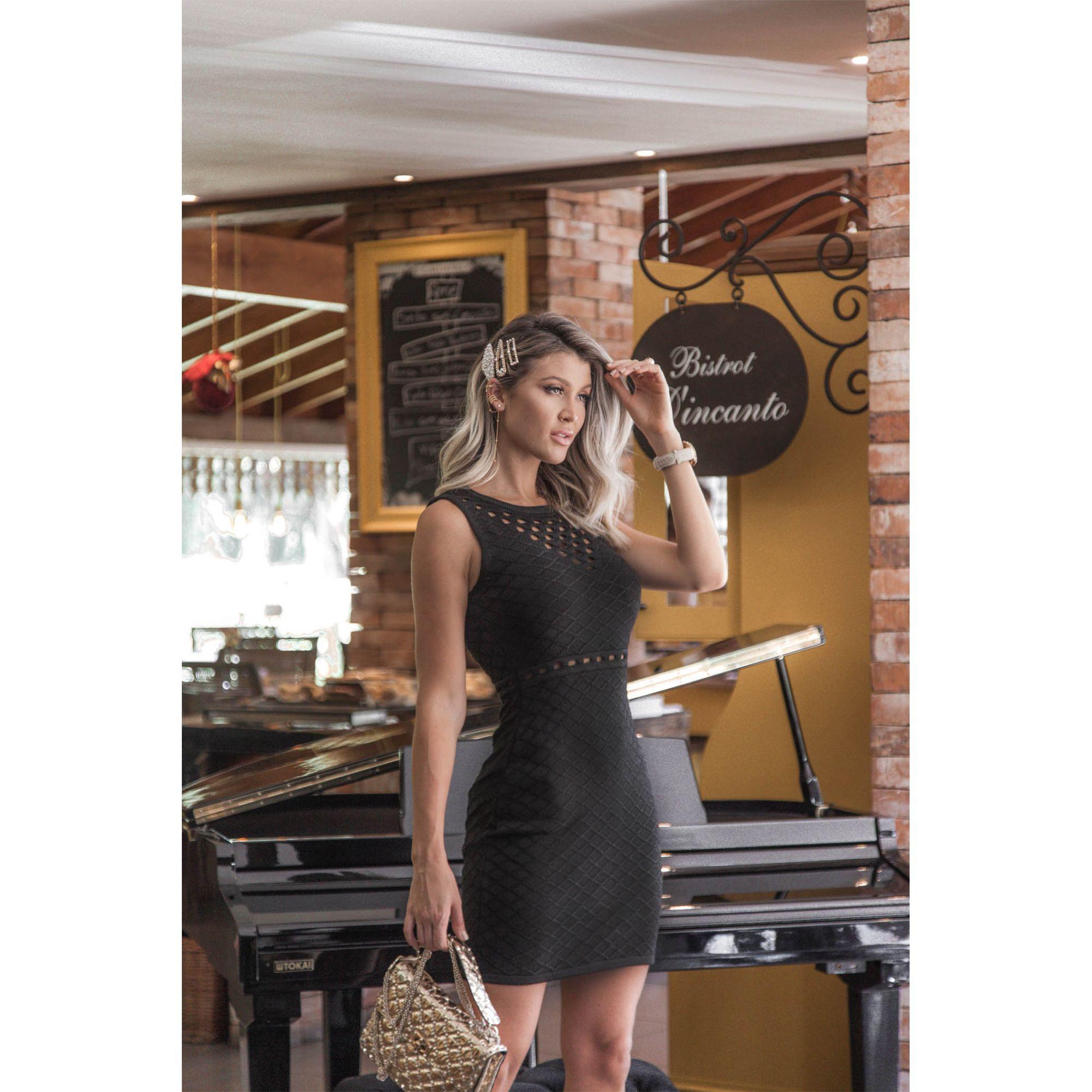 Vestido Curto Decote Vazado Vera Tricot Feminino Preto