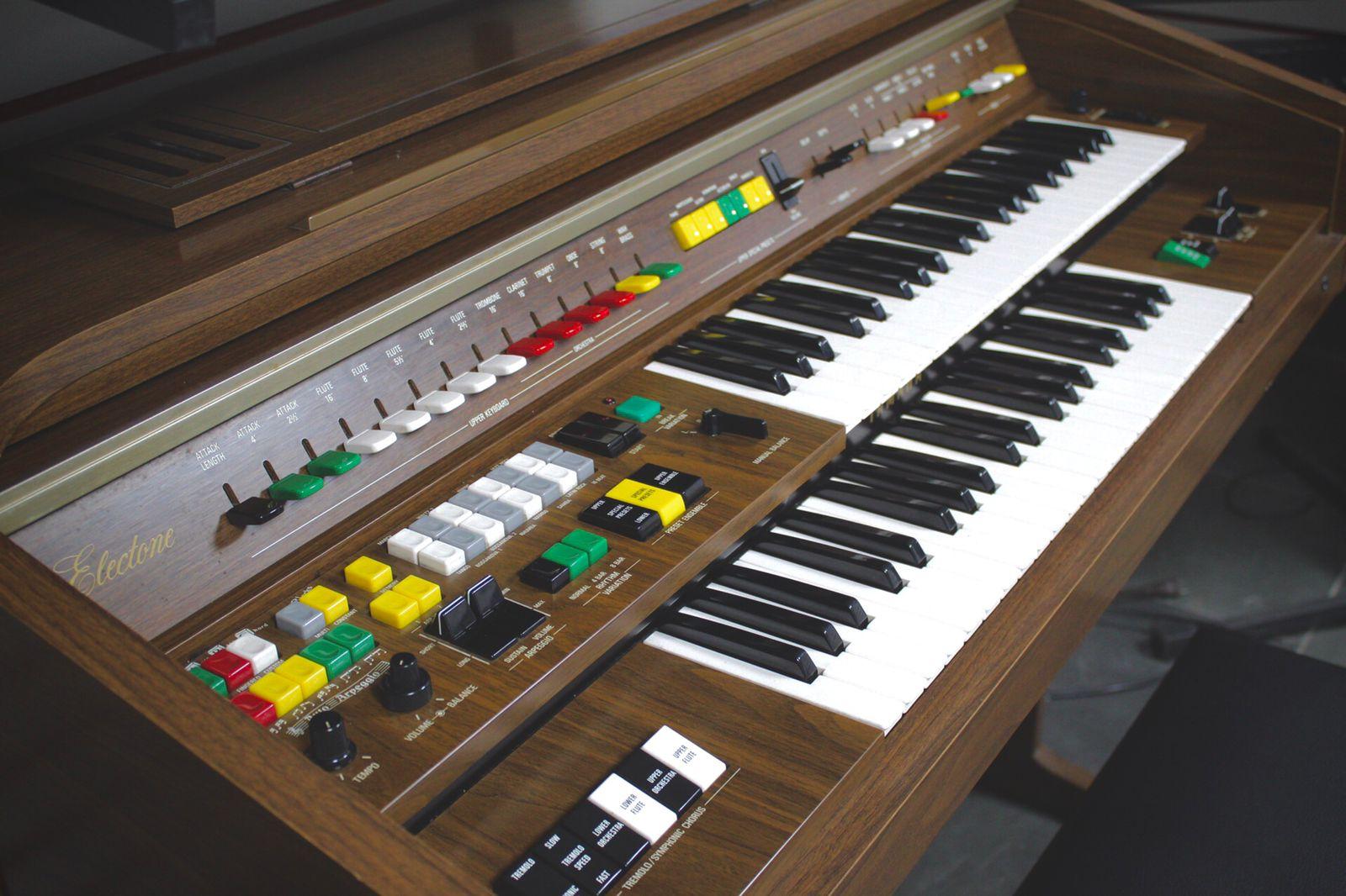 Orgão Yamaha Electone B75 (USADO)