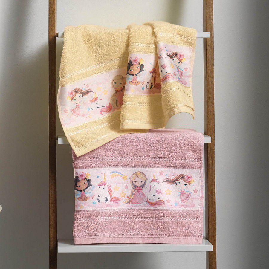 Toalha de Banho Infantil Karsten Encantada Princesas e Unicórnios  - Gramatura: 380g/m²