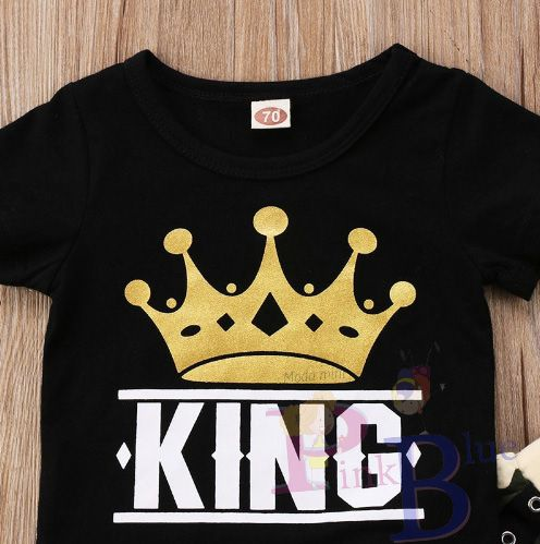 Conjunto de camiseta preta e calça camuflada exército rei