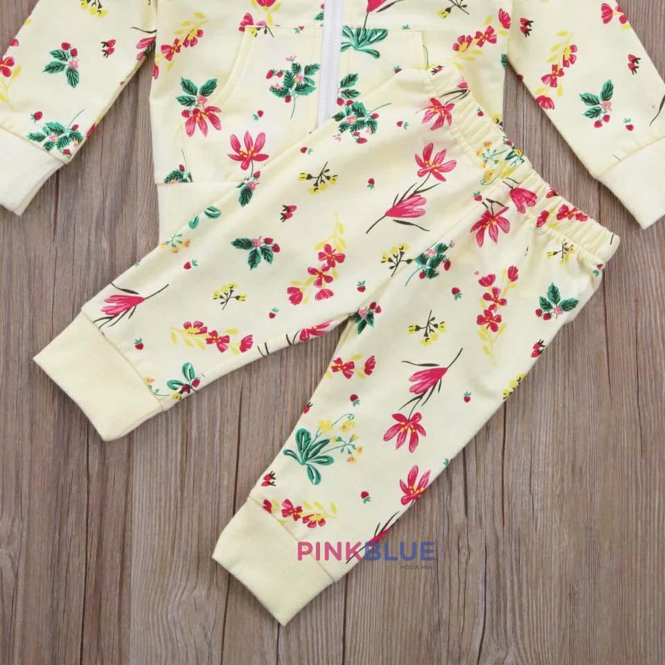 Conjunto floral com capuz
