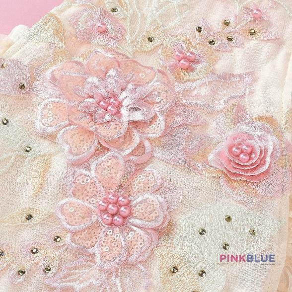 Romper em renda e bordados bege e rosa 3D