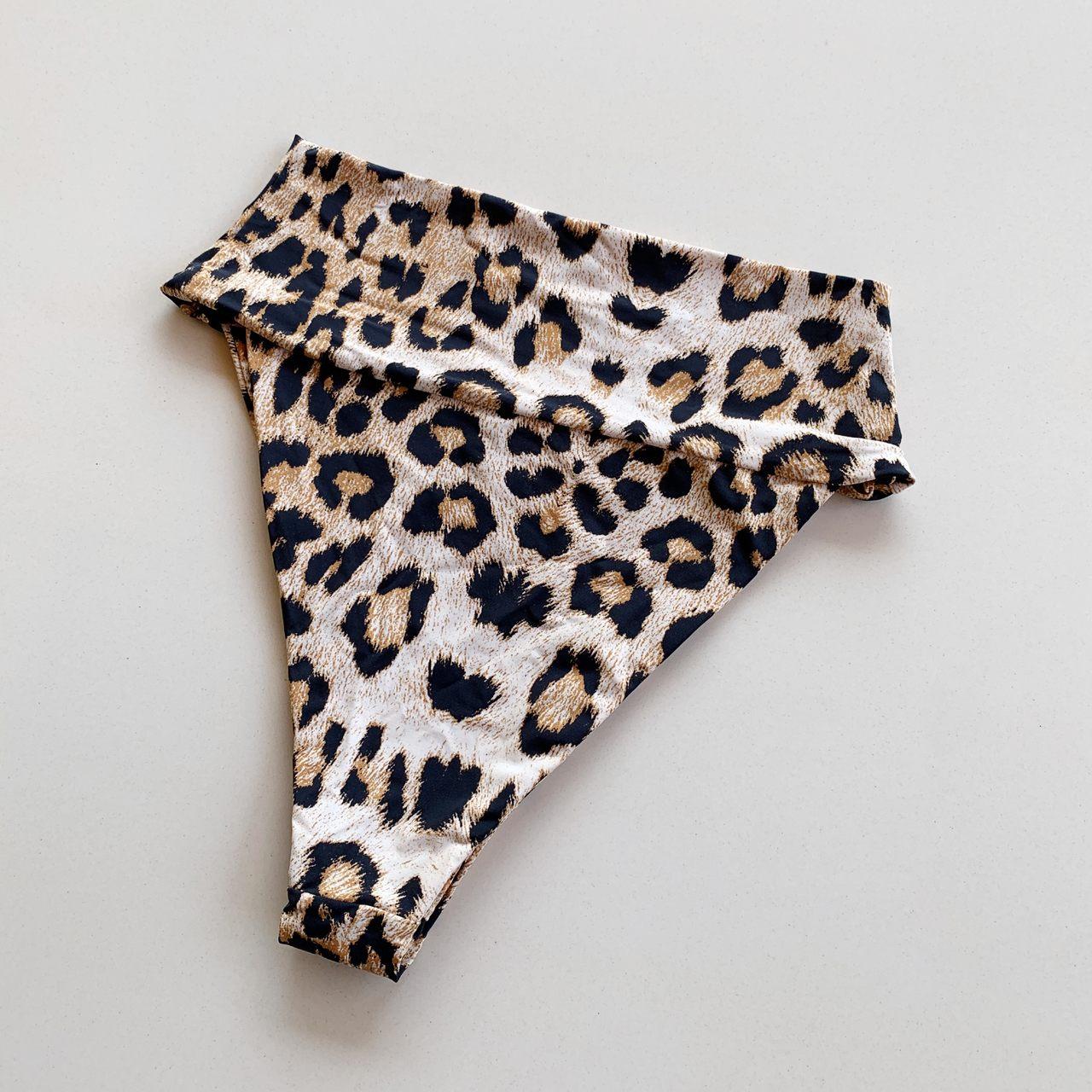 Biquíni Calcinha Hot Pants Olga Leopardo
