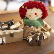Boneca Costureira customizável - Sob encomenda