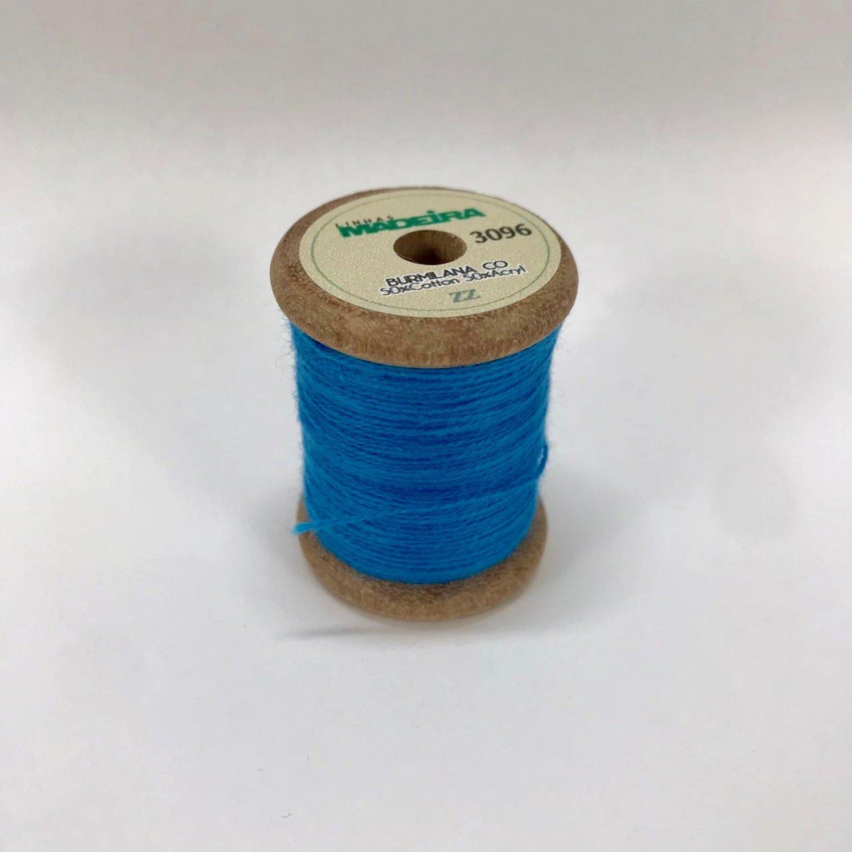 Linha de Bordar Fio 12 Azul Vinil / 3096 - Madeira ( Alemanha)