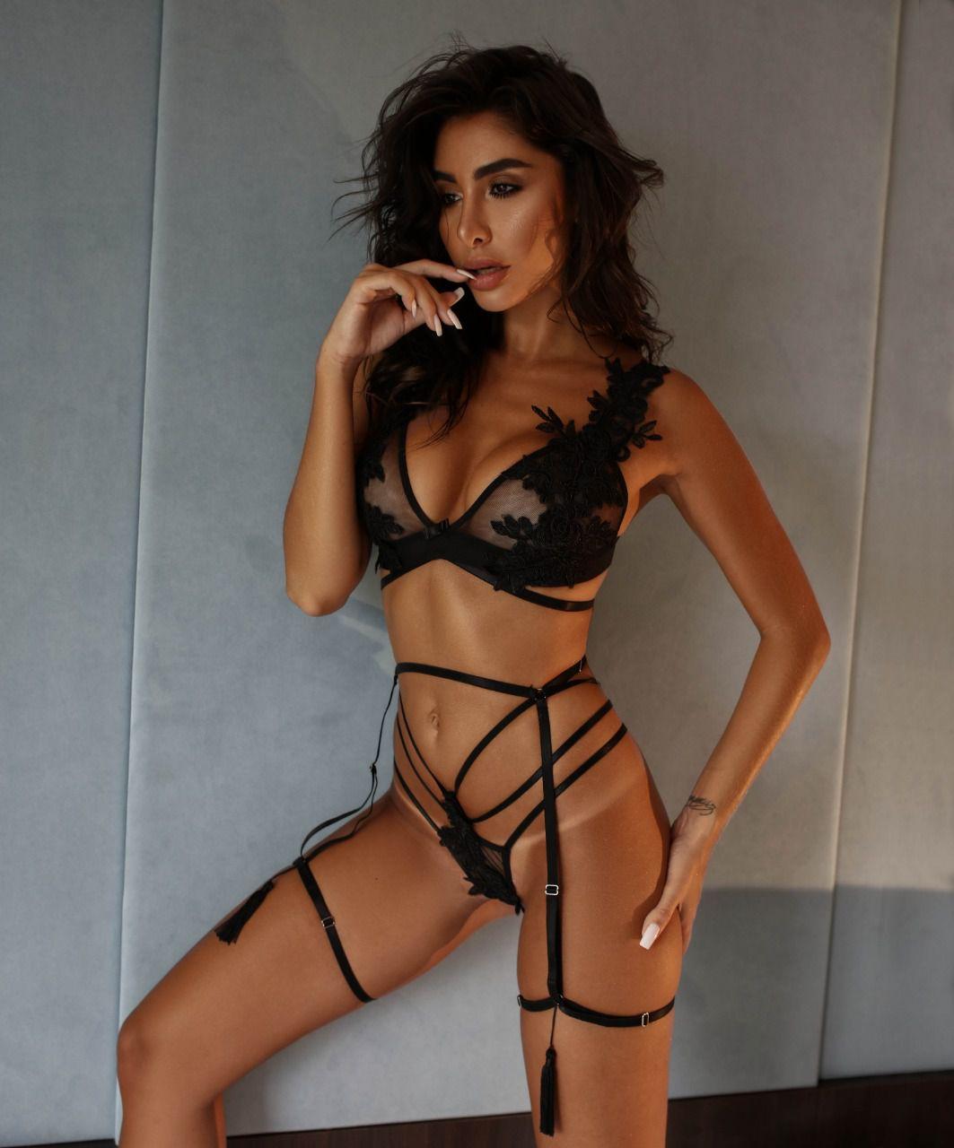 Conjunto Sensual Maria Antonieta Preto com Cinta Fetiche - Lingerie Segredo Lacrado