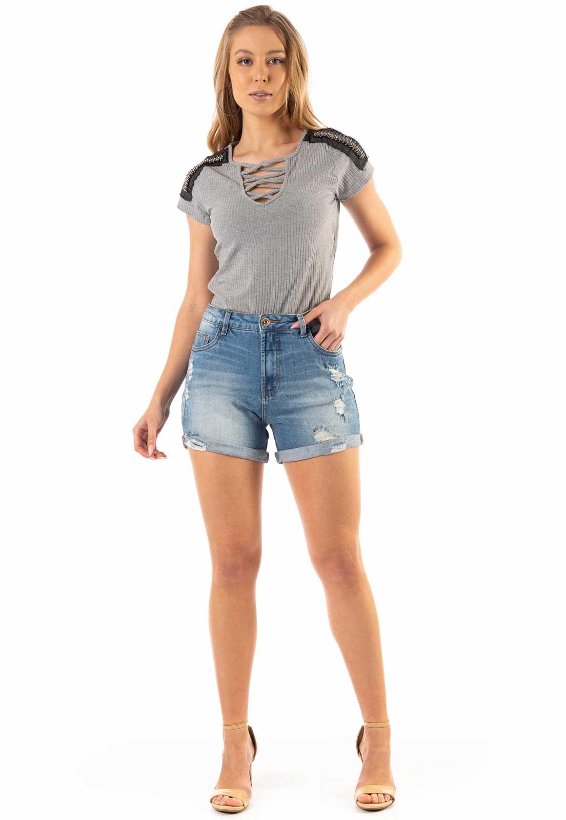 Blusa Dioxes com Decote Transpassado e Ombreira Cinza