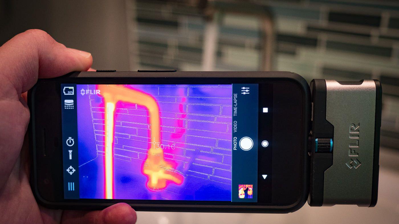 Câmera Termográfica para Celular 19.200 PIXELS (-20 °C A 400 °C) Flir One PRO IOS  - MRE Ferramentas