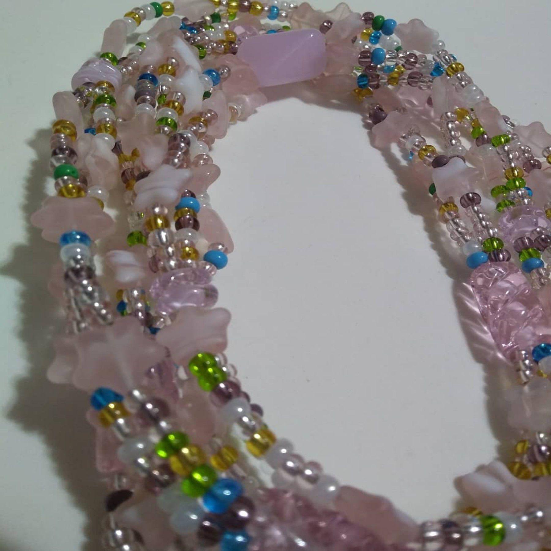 Brajá de Erê com 3 fios e estrelas de murano rosa