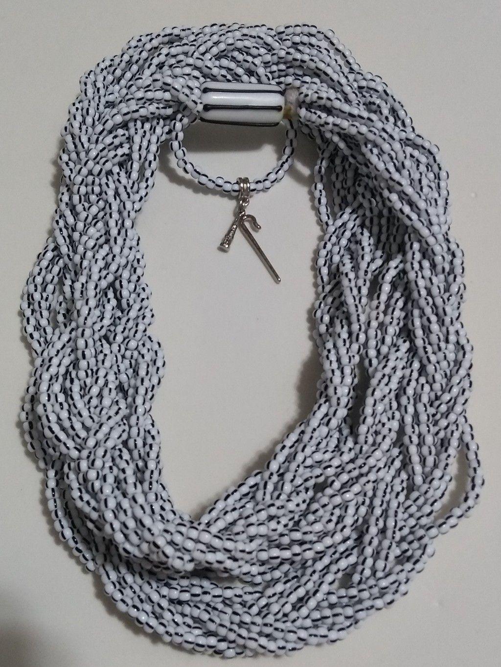 Brajá com 7 fios trançados - miçanga importada branca rajada de preto