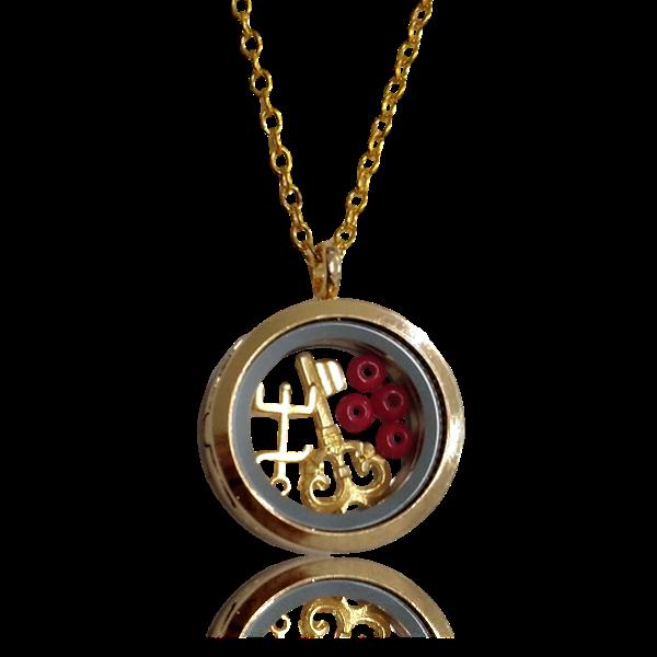Relicário dourado de Exu, tridente e chave