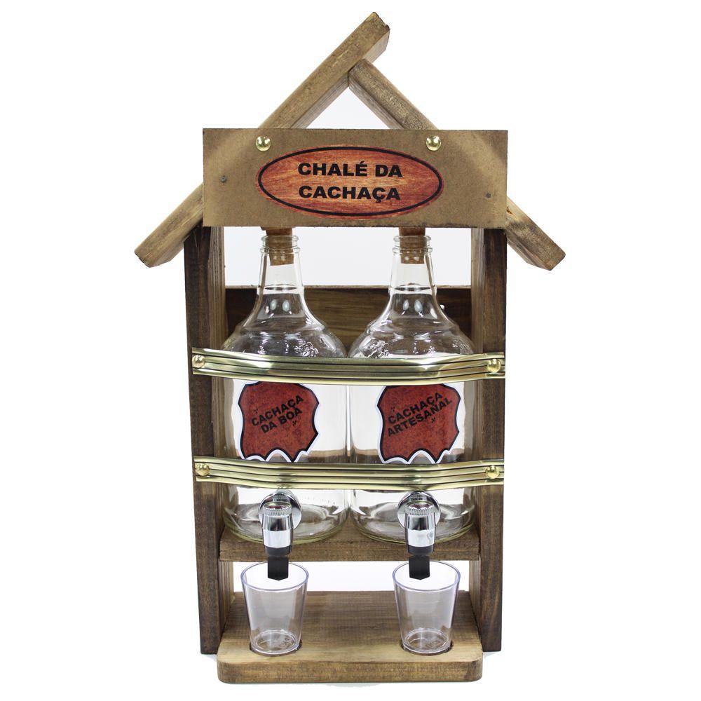 Quadro Decoração - Porta Cachaça Pingometro Chalé 2 Garrafas E 2 Copinhos De Shot (área Churrasco Adega Chacaras Salas Em Geral) 47x30x13cm Casa 2lt