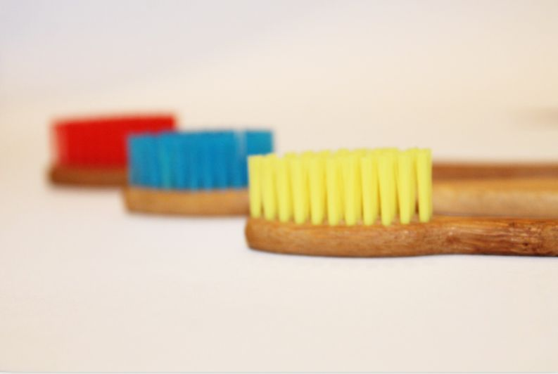 Kit c/ 4 Escovas de Dente Ecológicas de Bambú Nacional