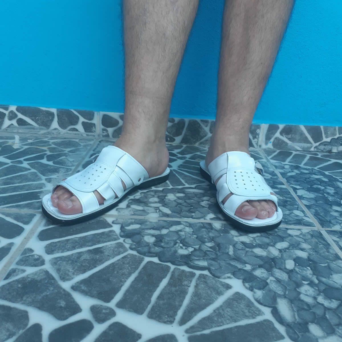 Chinelo Sandália Em Couro Branco Com Fivela