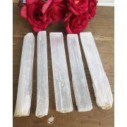 Bastão bruto Selenita Branca - Unidade - 13 a 16 cm (80 a 90)g