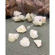 CRISTAL COM ENXOFRE BRUTO- PACOTE COM 50g  (2 a 3 pedras)