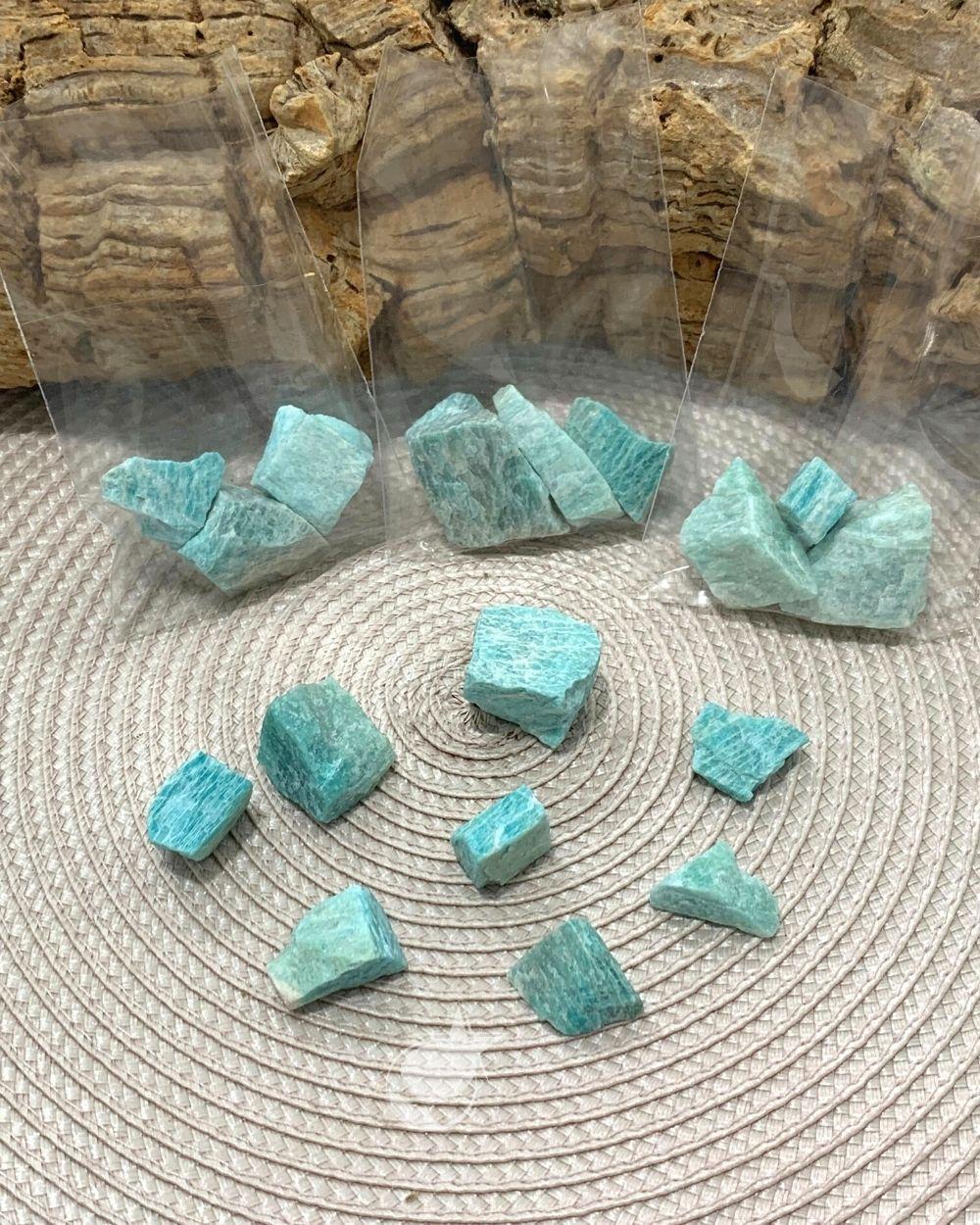 AMAZONITA BRUTA - PACOTE 30g -  3 a 4 pedras - PEDRA DO ANO 2021