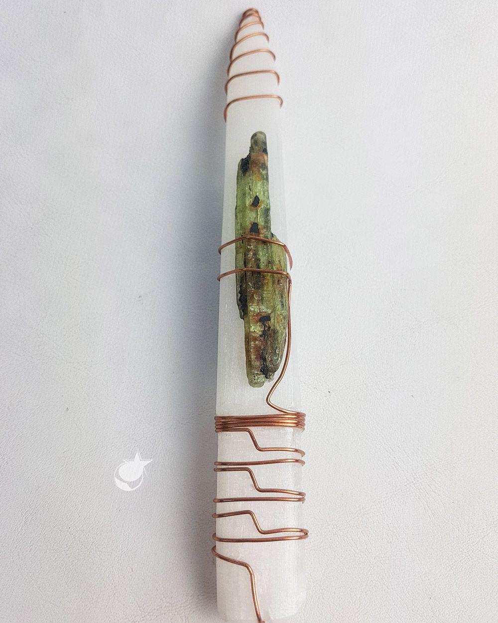 ESPADA ARTESANAL DE SELENITA COM CIANITAS VERDE E AZUL E FIO DE COBRE PARA LIMPEZA ESPIRITUAL - 21,5 cm