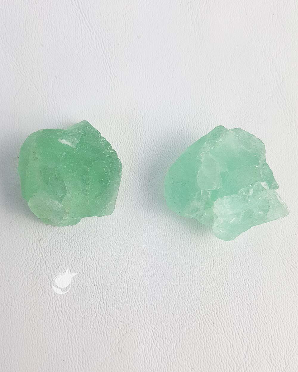 FLUORITA VERDE BRUTA - PACOTE  - 40 a 44g (1 a 2 pedras)