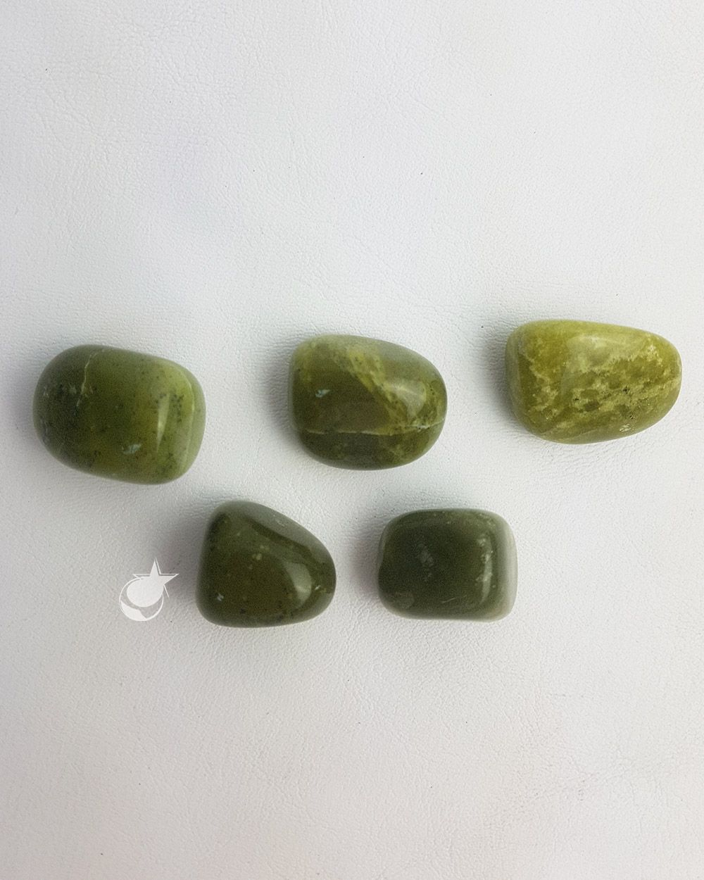 JADE VERDE OLIVA ROLADO - UNIDADE - Média de 1 a 2,5 cm (3 a 6 g)